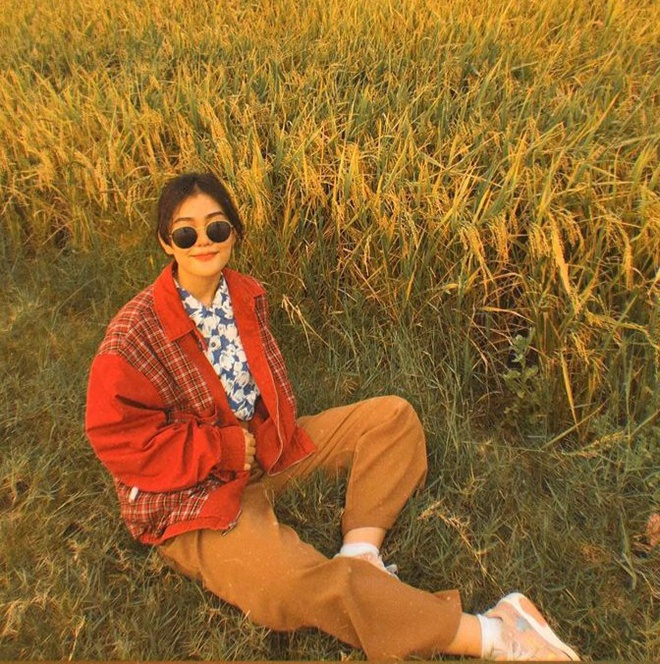 Diện toàn đồ cũ chụp hình, 9X được khen đẹp như diễn viên Hong Kong - Hình 7