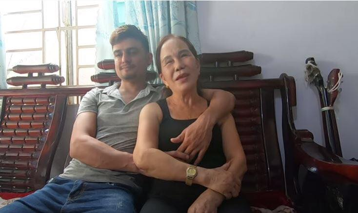 Sốc: Cô dâu 62 tuổi từ Cao Bằng vào Đồng Nai để động viên cô dâu 65 tuổi và chồng trẻ yêu nhau - Hình 10