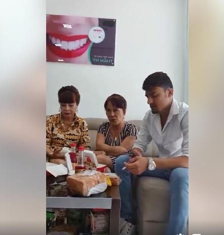 Chị chị em em - cô dâu 62 tuổi dẫn cô dâu 65 tuổi đi làm răng sứ, cải thiện nhan sắc - Hình 4