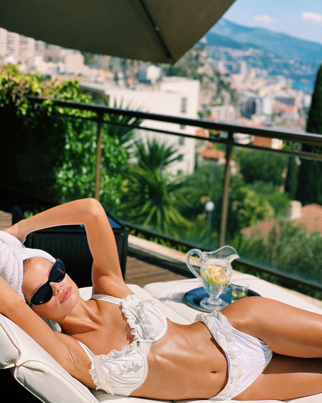 Người mẫu Frida Assen táo bạo thả rông vòng 1, khoe dáng nuột nà - Hình 5