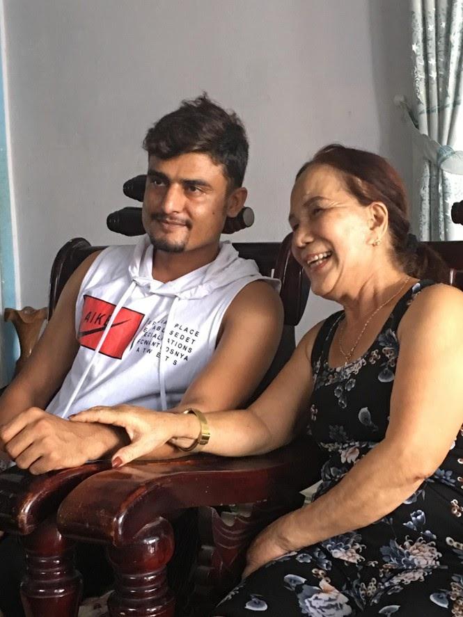 Quá khứ bất hảo của Cô dâu 65 tuổi: 18 tuổi bỏ nhà theo trai tật nguyền bị gia đình đánh gần chết - Hình 3