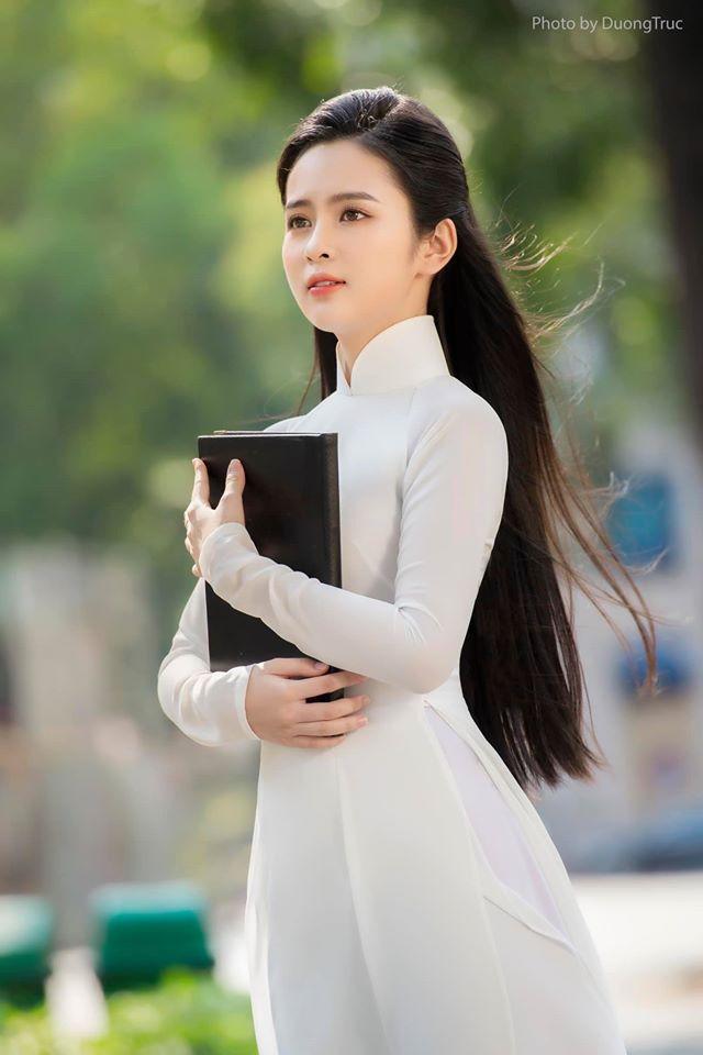 Nữ sinh có tên lạ Trịnh Thị Ái Phi đẹp tinh khôi với áo dài trắng - Hình 4