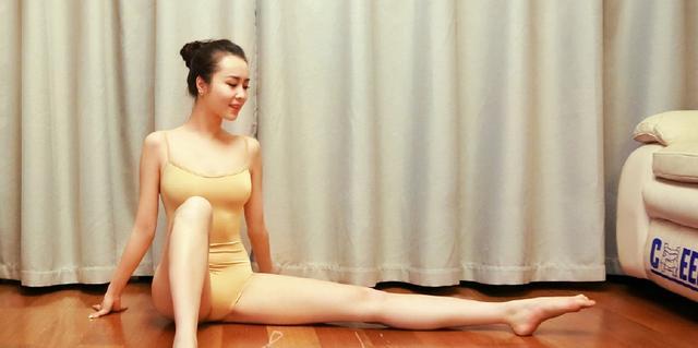Nữ sinh xứ Trung khiến mày râu ùn ùn xếp hàng vì sở hữu body mềm như sợi bún - Hình 4