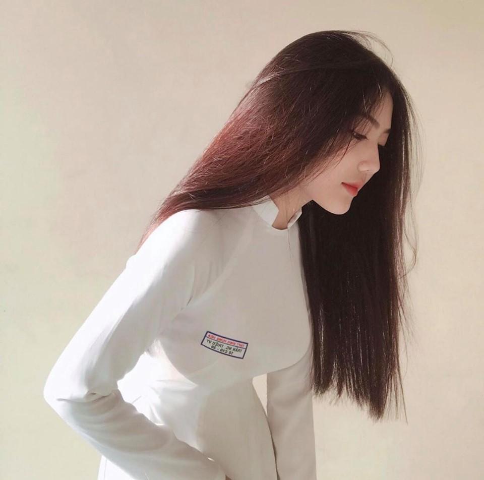 Nữ sinh 18 tuổi Sài thành nổi tiếng vì mặc áo dài quá đẹp ở tuổi dậy thì - Hình 1