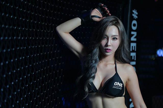 Lee Jina: Ring girl từng làm ở ngân hàng, giỏi 3 ngoại ngữ - Hình 4