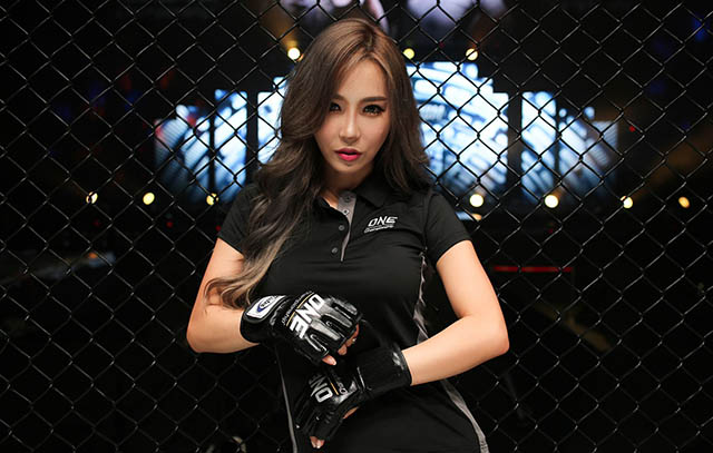 Lee Jina: Ring girl từng làm ở ngân hàng, giỏi 3 ngoại ngữ - Hình 3