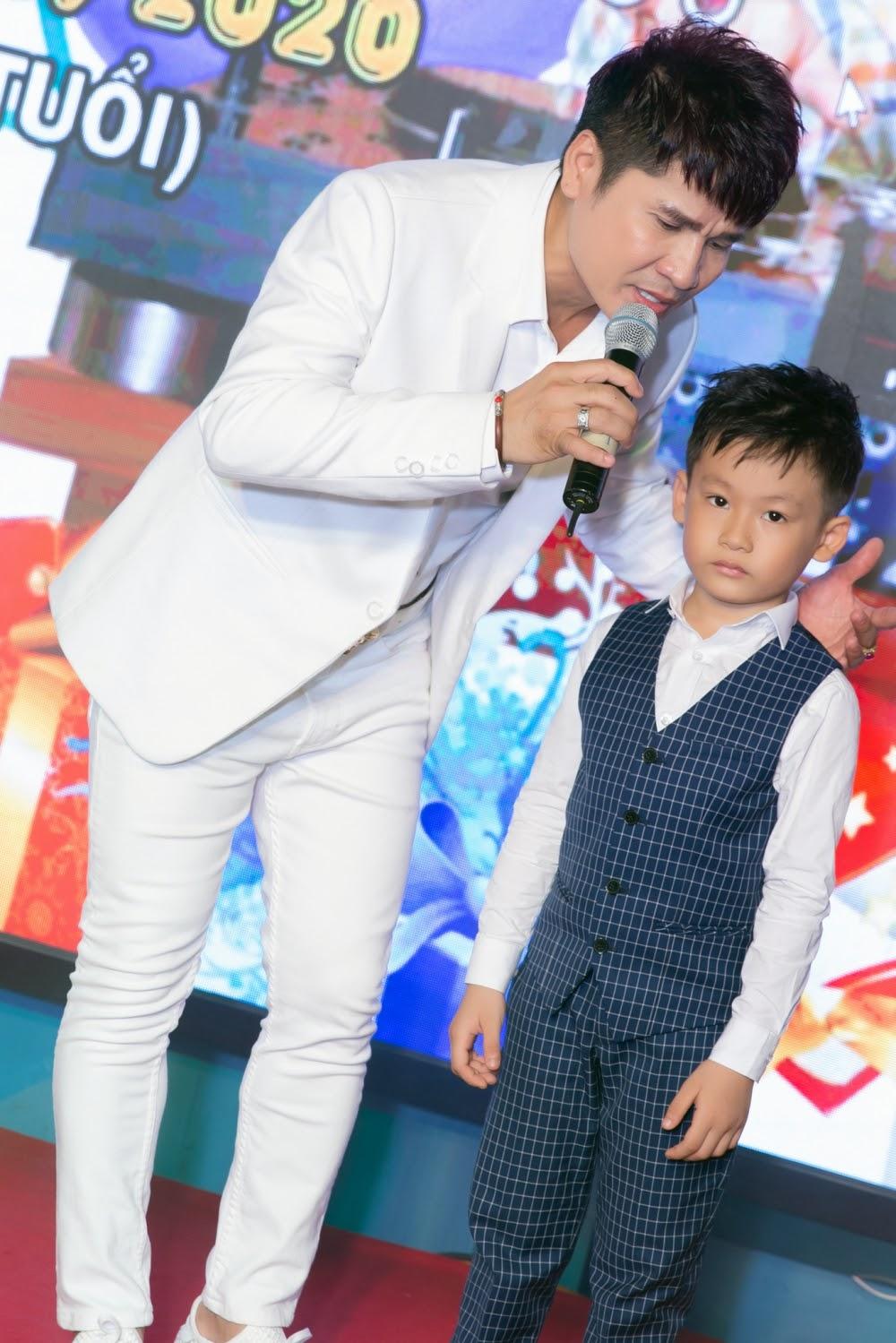 Lộ diện con trai 7 tuổi cực điển trai của Vua nhạc sàn Lương Gia Huy - Hình 8