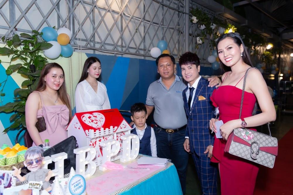 Lộ diện con trai 7 tuổi cực điển trai của Vua nhạc sàn Lương Gia Huy - Hình 19