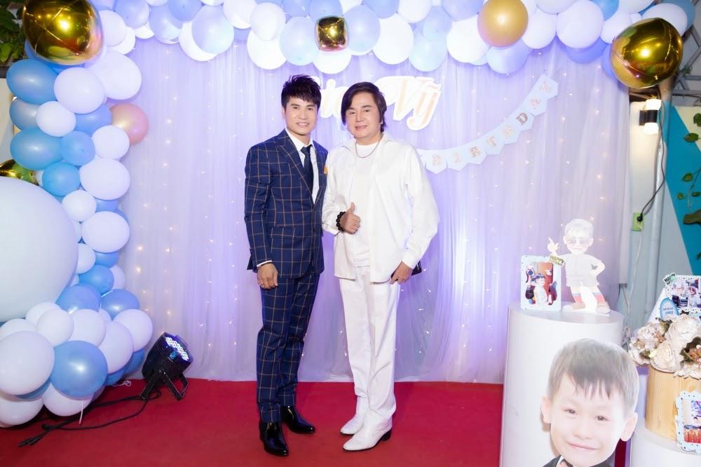 Lộ diện con trai 7 tuổi cực điển trai của 'Vua nhạc sàn' Lương Gia Huy