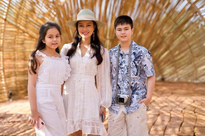 Bé gái lai từng được ca ngợi xinh nhất Thái Lan, nhan sắc sau 6 năm nổi tiếng giờ thế nào? - Hình 23