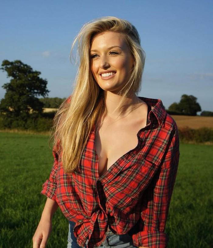 Choáng với cách ăn mặc hở bạo của nữ golf thủ xinh đẹp người Anh - Hình 5
