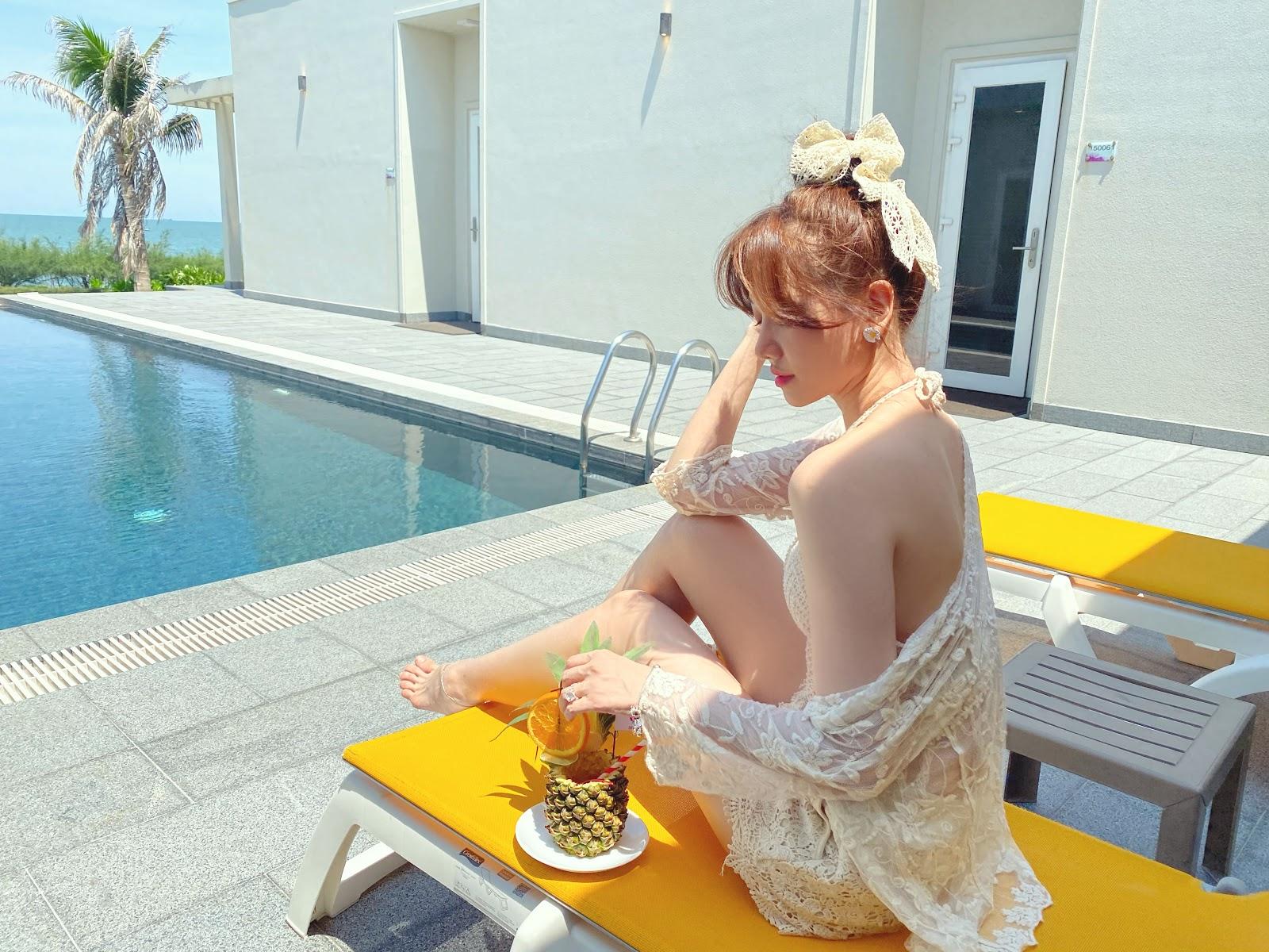 Trấn Thành làm 'phó nháy' ghi lại khoảnh khắc Hari Won diện bikini gợi cảm ở tuổi 35 - Hình 14
