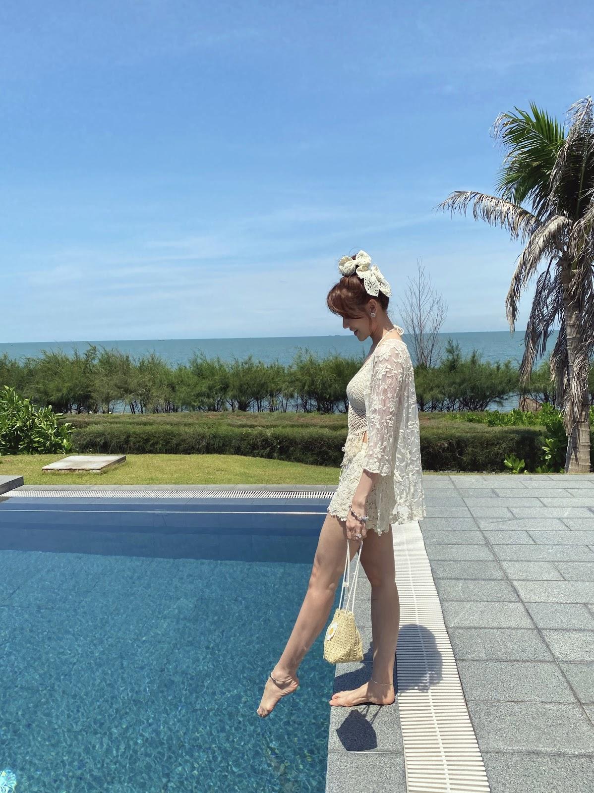 Trấn Thành làm 'phó nháy' ghi lại khoảnh khắc Hari Won diện bikini gợi cảm ở tuổi 35 - Hình 9