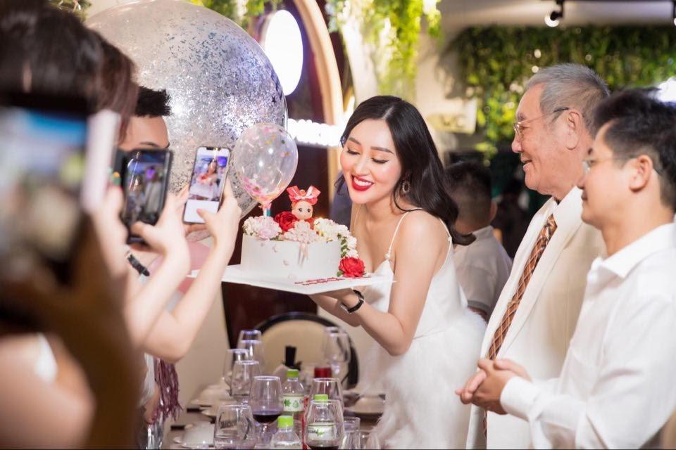 Dàn hoa hậu hội ngộ, khoe nhan sắc rạng rỡ mừng sinh nhật hoa hậu Huỳnh Thúy Anh - Hình 7