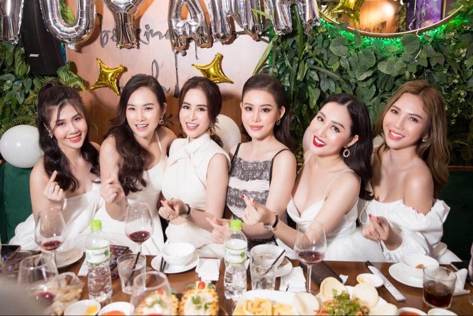 Dàn hoa hậu hội ngộ, khoe nhan sắc rạng rỡ mừng sinh nhật hoa hậu Huỳnh Thúy Anh - Hình 8