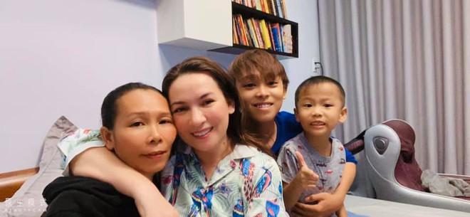 Hồ Văn Cường không ngại bưng bê, rửa chén phụ mẹ nuôi Phi Nhung - Hình 3