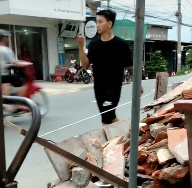 Xôn xao clip nghi vấn Hoài Lâm đi bán cafe vỉa hè kiếm tiền mưu ... marry