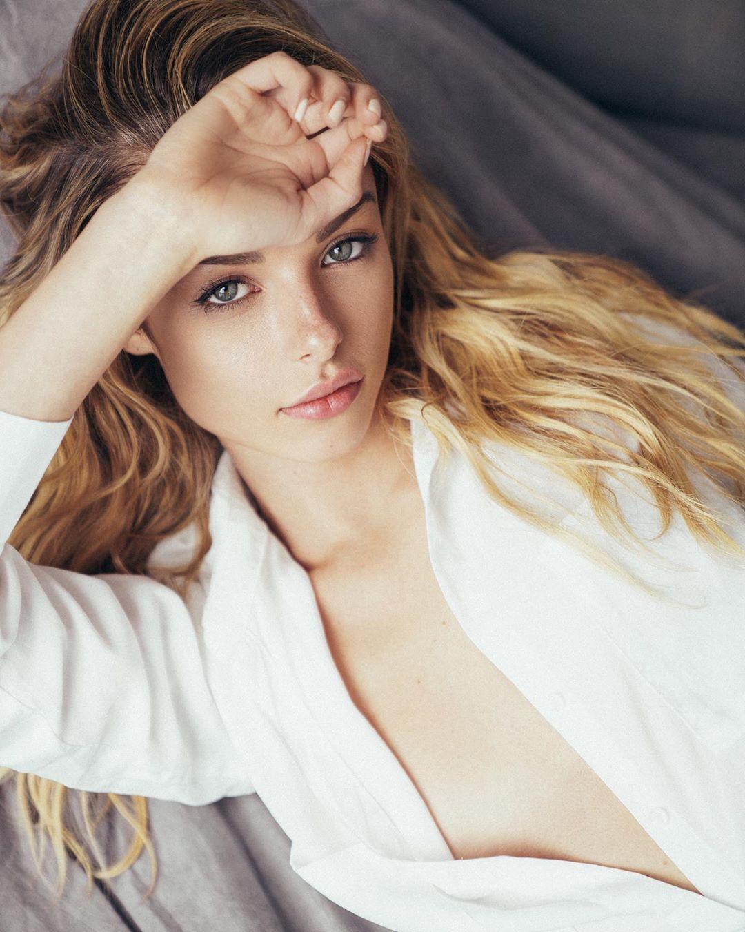 Người mẫu 9x Madi Teeuws táo bạo cởi áo che ngực đầy - Hình 7