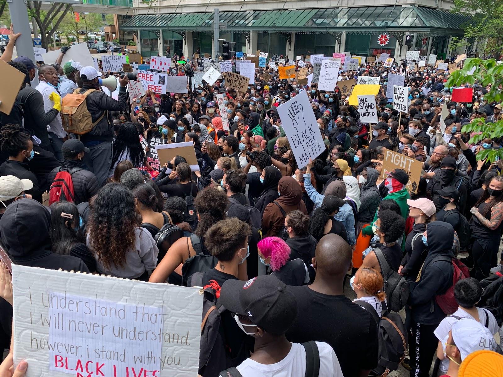 Nguyễn Sin gây tranh cãi khi nói người đàn ông da đen bị cảnh sát Mỹ đè cổ chết từng đóng phim người lớn, trộm cắp và bắn phụ nữ - Hình 6