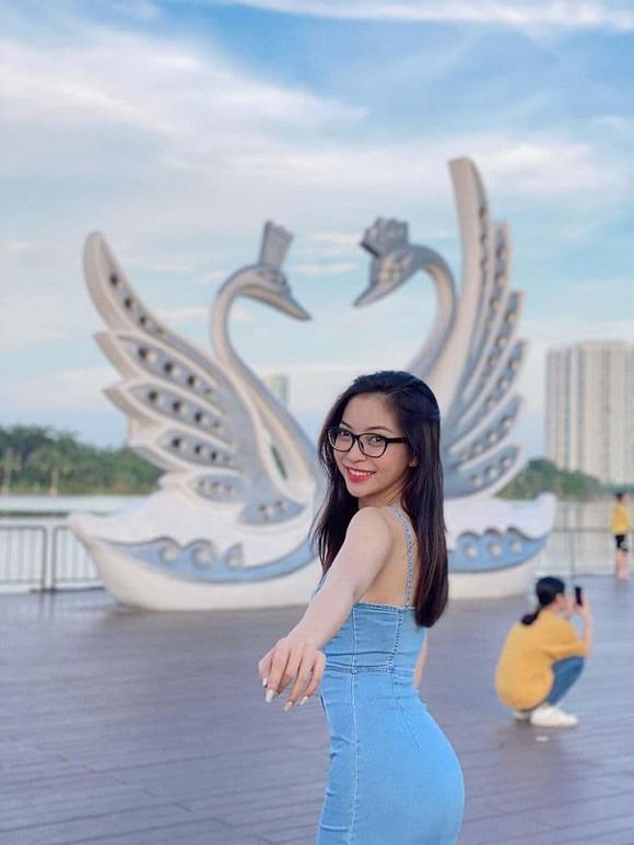Bố Nhật Lê khuyên con gái sau khi chia tay với Quang Hải: Giàu làm gì, nó bạc lắm con - Hình 4