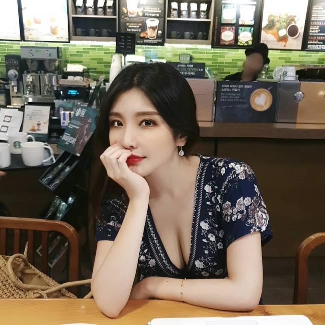 4 cô giáo Hàn, Việt cực xinh đẹp lại có gu mặc quyến rũ từ trên lớp tới đời thường - Hình 11