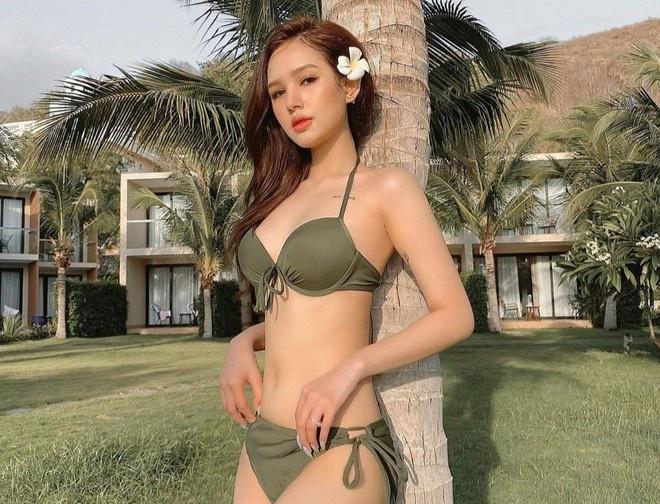 Salim diện bikini hồng, Trang Phạm khoe eo thon với đồ bơi hai mảnh - Hình 1