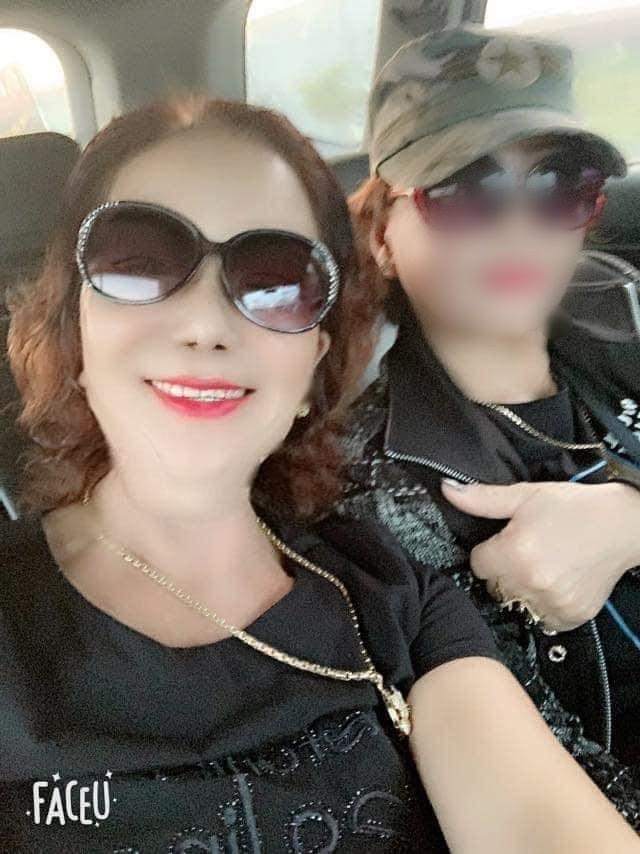 Cô dâu 65 tuổi lại gây bất ngờ khi tố bạn thân có ý cướp chồng trẻ - Hình 9