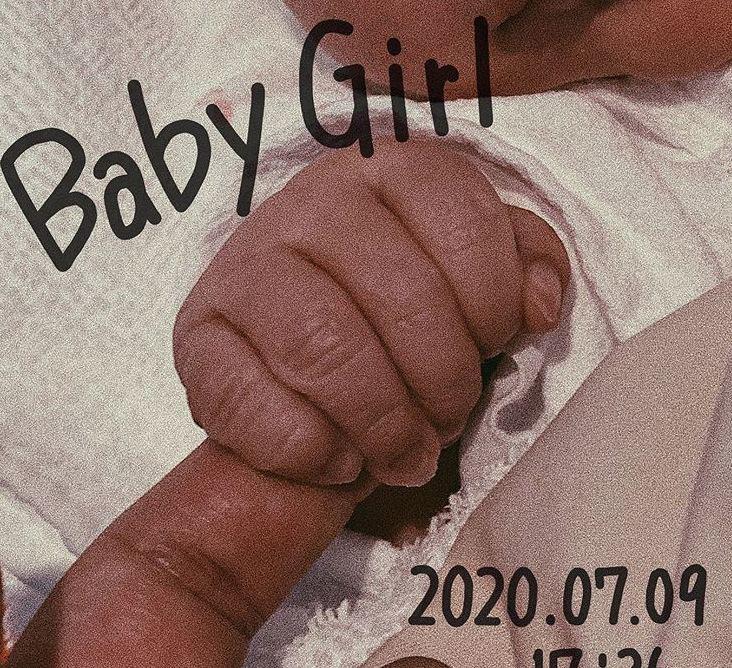 Gái xinh 16 tuổi vật vã sinh con nặng 3,7kg, chồng hotboy sung sướng hứa ngay một điều - Hình 1