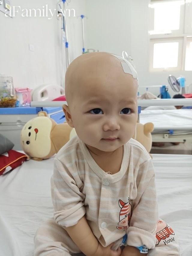 """Em bé 14 tháng tuổi mắc liền 2 bệnh ung thư: """"Gương mặt tươi rói, nụ cười lém lỉnh như thiên thần""""chất đầy đau đớn - Hình 6"""