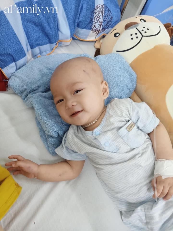 """Em bé 14 tháng tuổi mắc liền 2 bệnh ung thư: """"Gương mặt tươi rói, nụ cười lém lỉnh như thiên thần""""chất đầy đau đớn - Hình 7"""