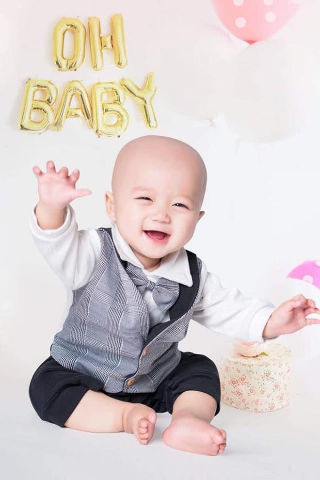 """Em bé 14 tháng tuổi mắc liền 2 bệnh ung thư: """"Gương mặt tươi rói, nụ cười lém lỉnh như thiên thần""""chất đầy đau đớn - Hình 5"""