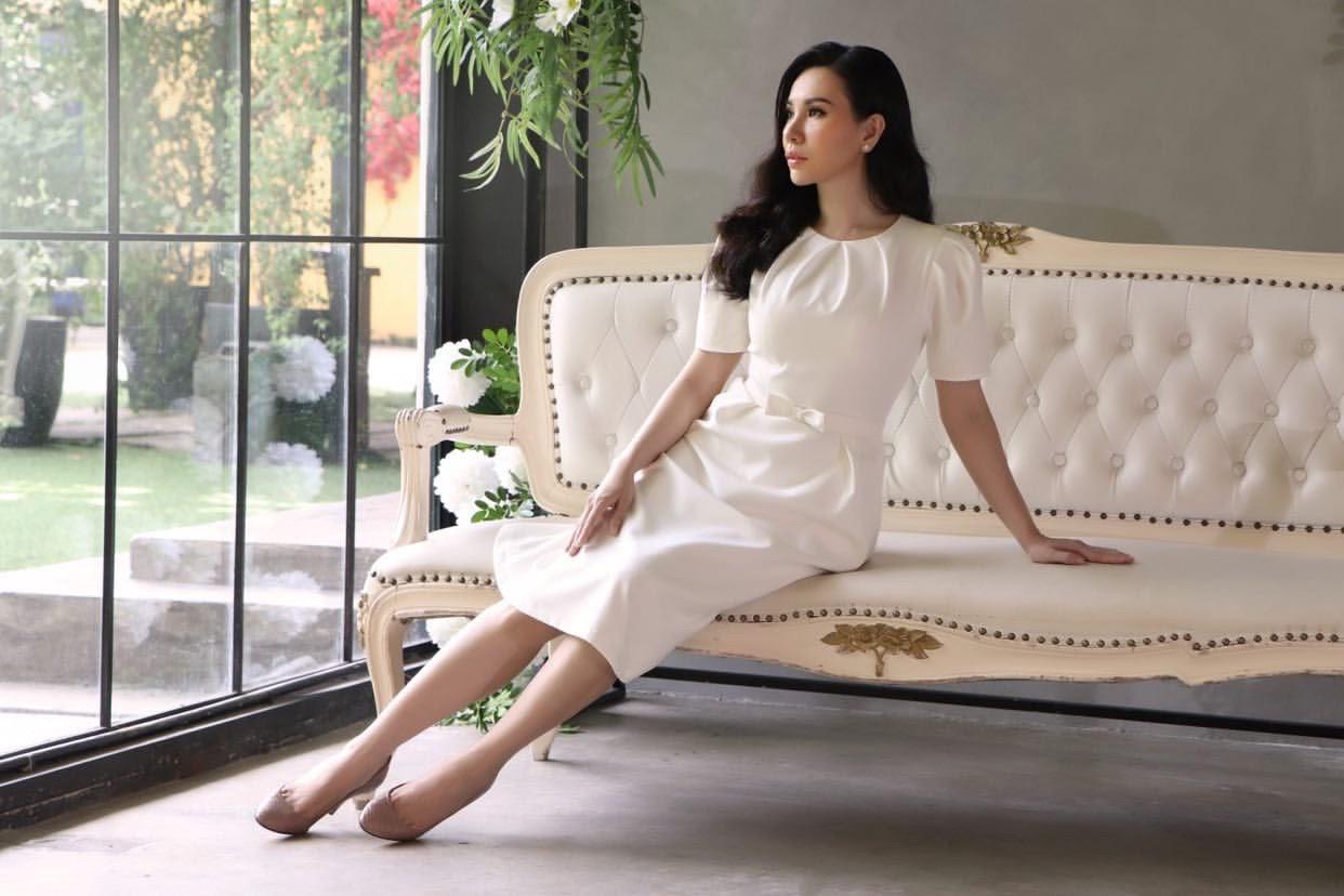 Ngắm loạt ảnh xinh đẹp tựa quý cô Paris của Hoa hậu Châu Ngọc Bích - Hình 2