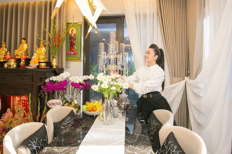 Trước khi vướng tin đồn cặp kè TiTi -  Nhật Kim Anh giàu có cỡ nào - Hình 2