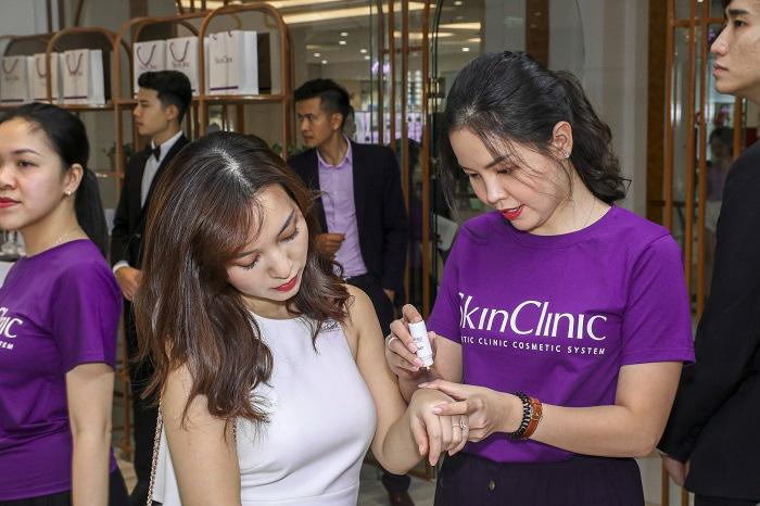 Các Beauty Vlogger/Blogger đổ bộ trong dịp khai trương cửa hàng trải nghiệm - SkinClinic Việt Nam - Hình 2