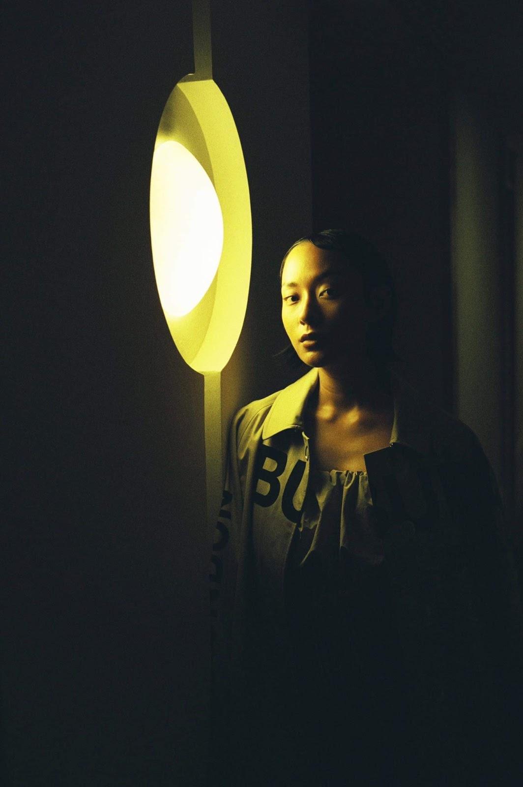 Fashionista Thu Anh Hồ xuất hiện độc đáo cùng trang phục Burberry - Hình 12