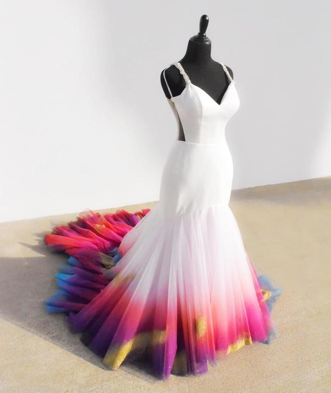 Cô gái nổi tiếng nhờ tài tô màu lên váy cưới - Hình 5