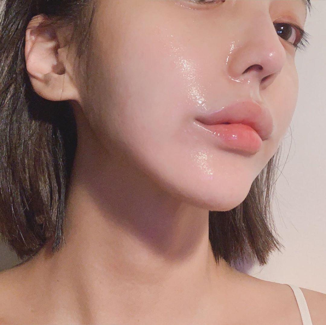 3 lọ serum giúp cấp ẩm tầng sâu, da cứ hồng hào mọng nước như vừa được tiêm căng bóng - Hình 1