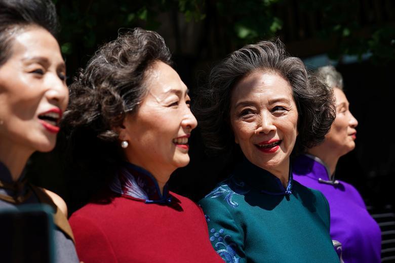 4 cụ bà Trung Quốc nổi tiếng với gu thời trang sành điệu - Hình 2