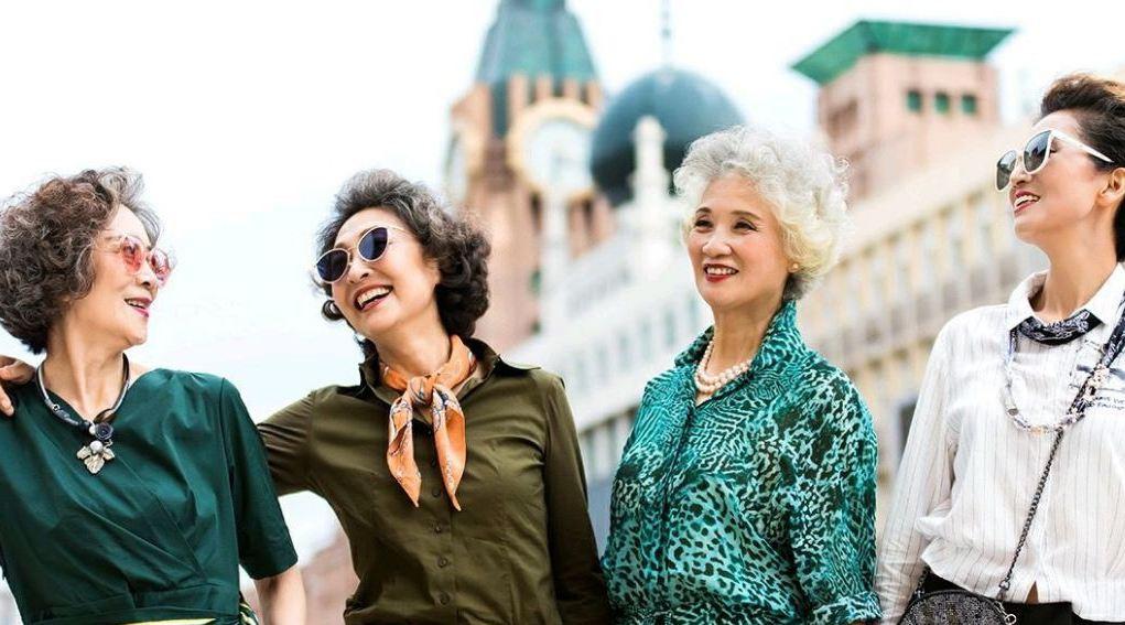 4 cụ bà Trung Quốc nổi tiếng với gu thời trang sành điệu - Hình 12