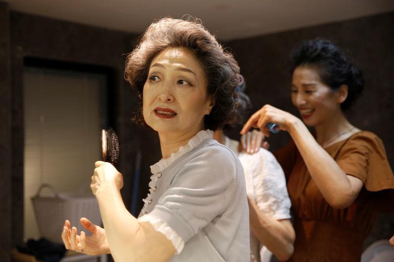 4 cụ bà Trung Quốc nổi tiếng với gu thời trang sành điệu - Hình 5