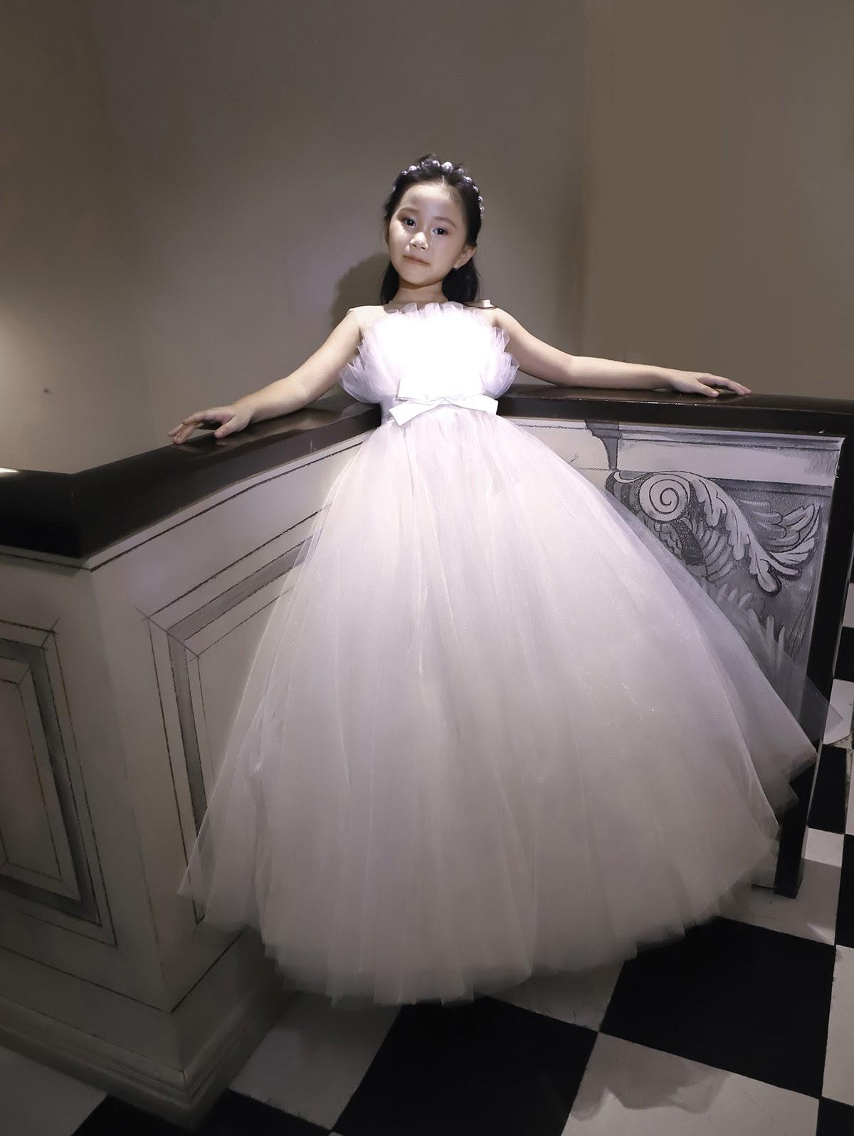Mẫu nhí 7 tuổi Đồng Ngân hóa công chúa nhỏ ngọt ngào trong thiết kế của Nguyễn Minh Công - Hình 9