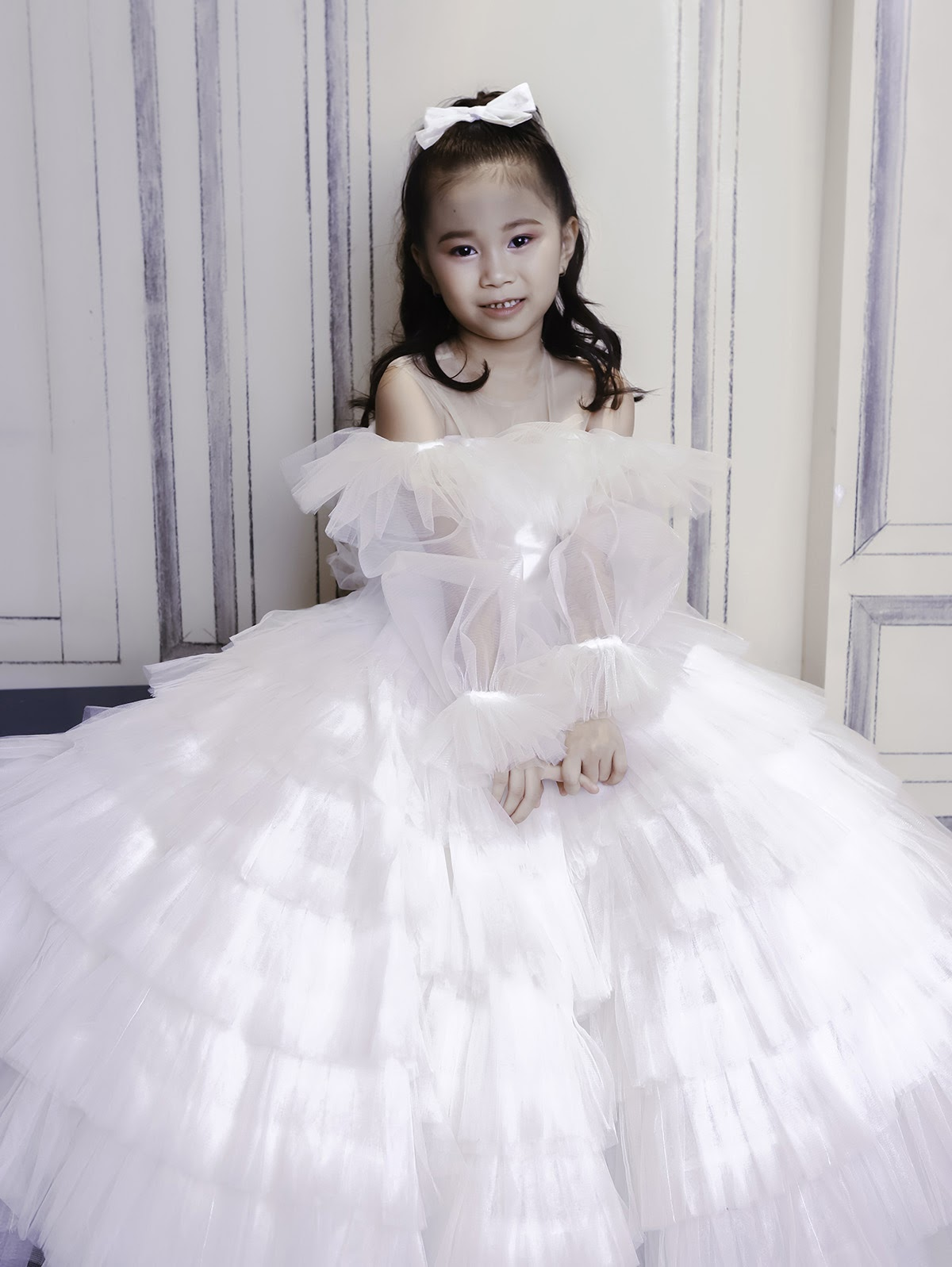 Mẫu nhí 7 tuổi Đồng Ngân hóa công chúa nhỏ ngọt ngào trong thiết kế của Nguyễn Minh Công - Hình 2