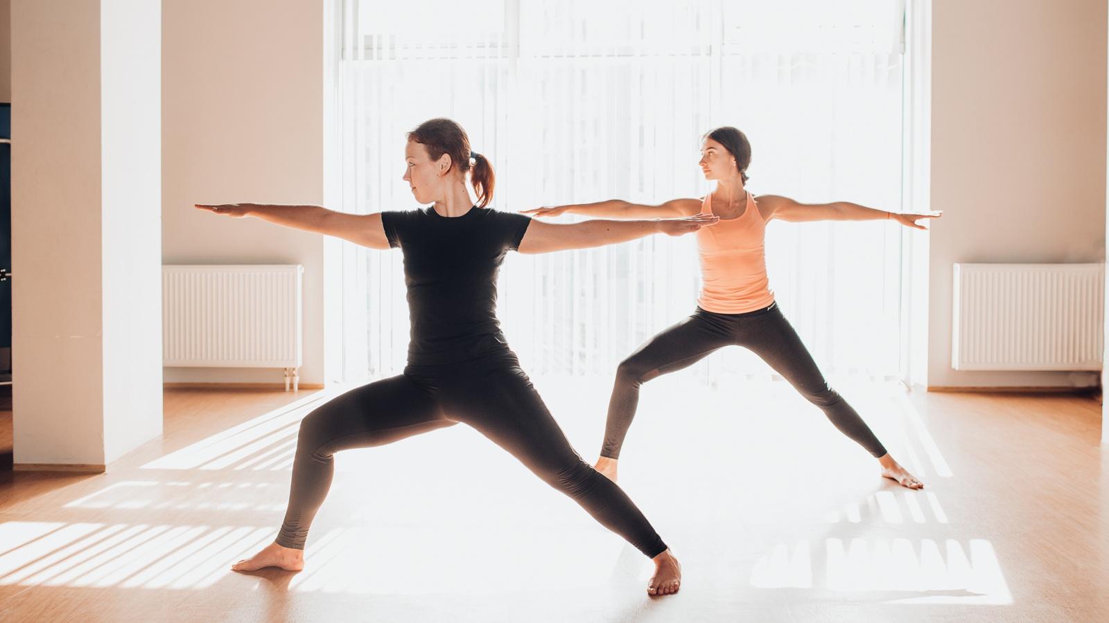 4 tư thế sai khi tập tành khiến các chị em vận động hùng hục vẫn không giảm được cân nào - Hình 6