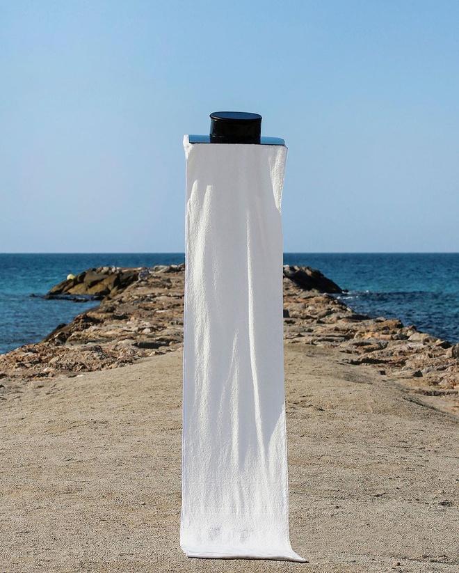 Bộ quần áo giúp người mặc nổi trên nước - Hình 4