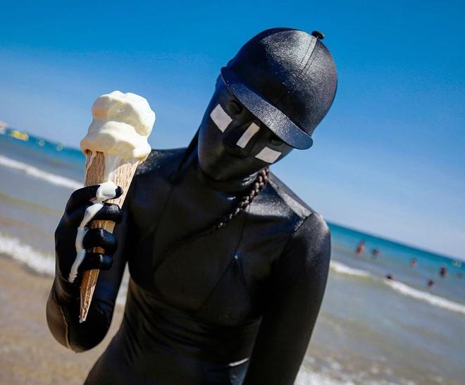 Bộ quần áo giúp người mặc nổi trên nước - Hình 5