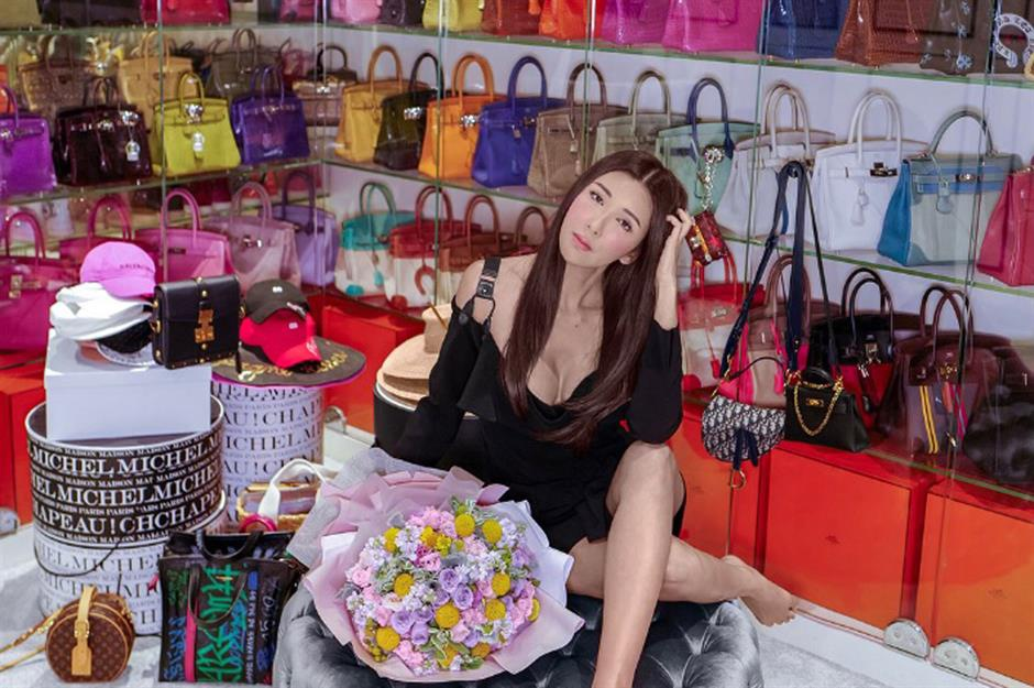 Giới nhà giàu trả 72.000 USD/năm cho người mua quần áo hộ - Hình 4