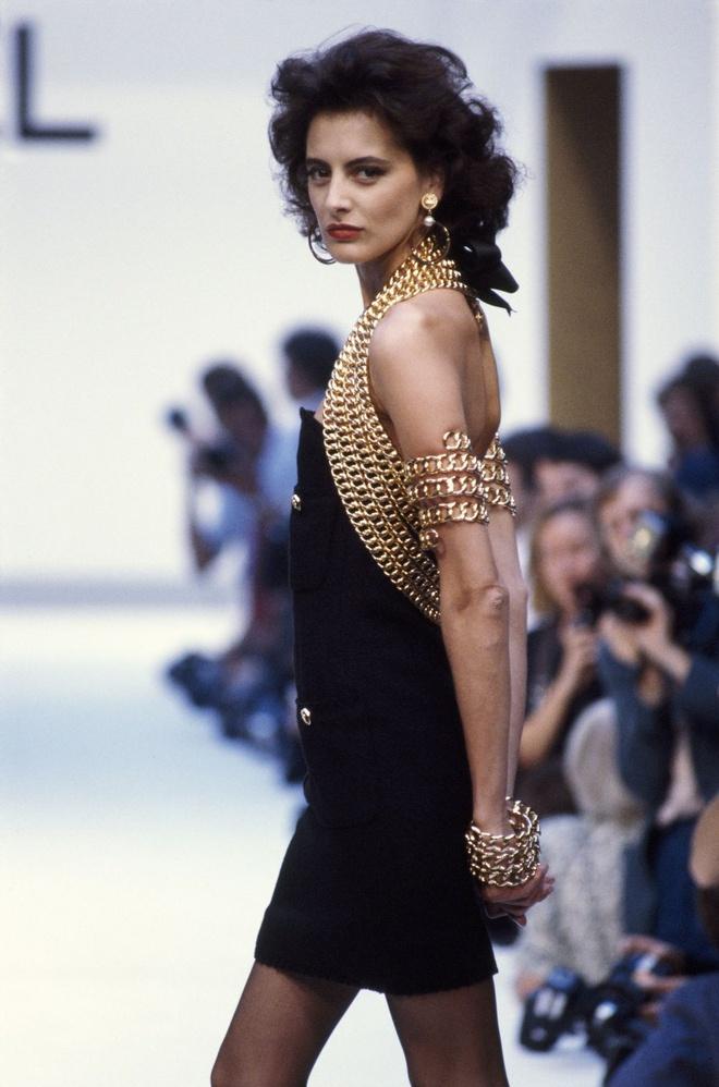 Người mẫu độc quyền đầu tiên của Chanel giờ ra sao? - Hình 3