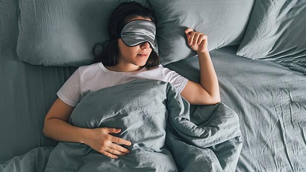 Nếu đều đặn thực hiện 5 thói quen này khi đi ngủ, bạn chắc chắn sẽ ngủ ngon hơn và giảm cân nhanh mà không cần tập thể dục - Hình 1