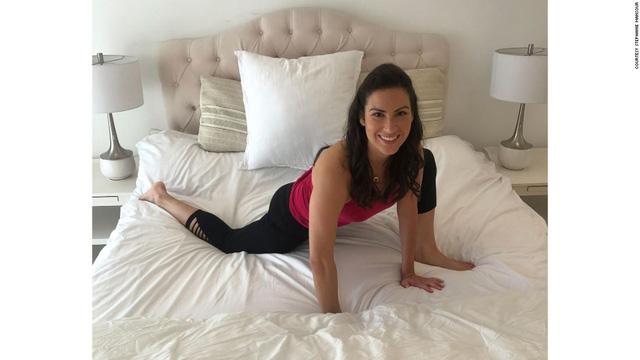 Tác dụng thần kỳ của 5 phút Yoga trước khi đi ngủ: Đơn giản, tiết kiệm chi phí nhưng cực kỳ hiệu quả với người ngồi cả ngày - Hình 3