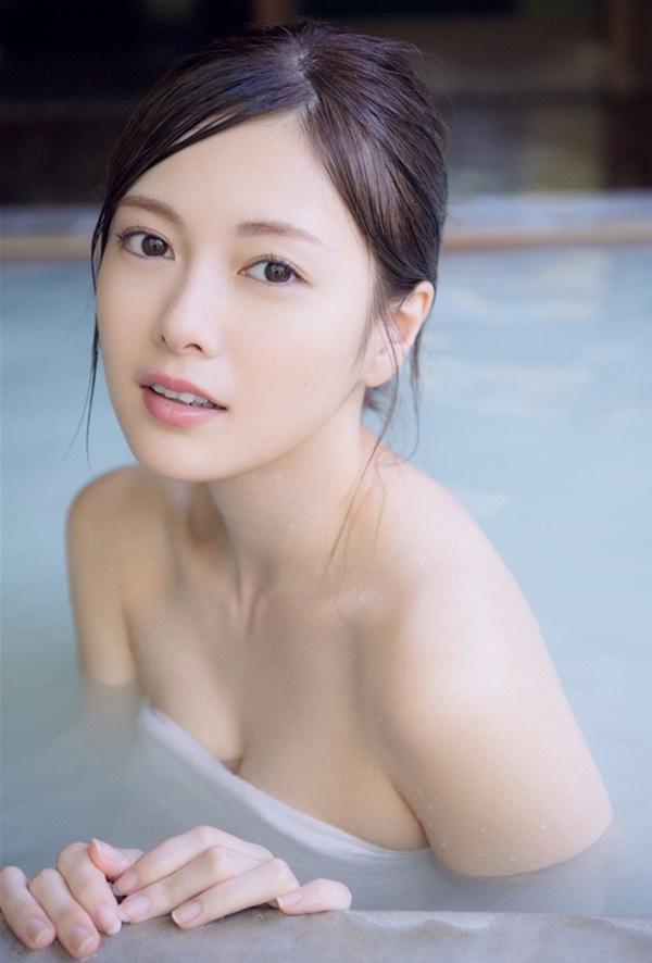 Mẫu nữ có vòng 1 đẹp nhất Nhật Bản gặp rắc rối vì quá gợi cảm - Hình 10